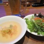 33035025 - ビール、スープ、サラダ