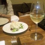 33036327 - 白ワインとポテトサラダ