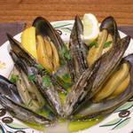 ラ ピニャータ - 岡山産ムール貝の蒸し煮 黒胡椒風味