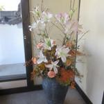 33057918 - エントランスのお花