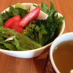 33058114 - サラダとモリンガ茶