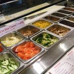 ザ・パントリー - オーダーメイドサラダ、4種類選べます。