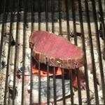 ステーキハウス 牛車 - 炭火で焼かれてます