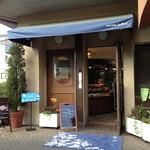 シェ・アオタニ - ブルーのテントが目印。