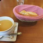 シェ・アンドレ・ドゥ・サクレクール - スープとパン
