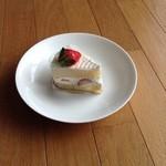 ケーキハウス・アン - 人気No.2 「苺ショート」378円(税別)