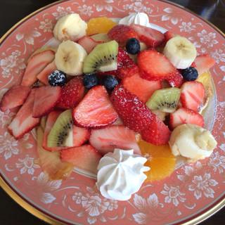 浅草茶房 - フルーツパンケーキ パンケーキが見えませんwリンゴのソルベで味が生地にしっかり染みてます