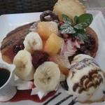モモカフェ - フルーツパンケーキ、ボリューミーです!