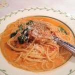 ルージュトマト - ローストチキンとほうれん草のトマトクリームパスタ