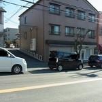 一望 - 第二駐車場は、この路地の一番奥にあります。(2014.11)