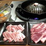 ジンギスカン羊羊亭 - こだわりの八雲豚バラ肉_680円、こだわりの生ラムランプ肉_780円