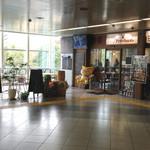 アンリー・ファルマン - 航空公園駅ビル2階にあります