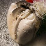 食酒 あきしろ by Mizuno - 北海道仙凰趾産 牡蛎の低温調理、自家製胡麻たれ