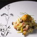食酒 あきしろ by Mizuno - 松葉蟹と雲丹、フェンネルピュレで仕上げた沖縄麺の和風パスタ