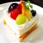 パティスリーアトリエK - 料理写真:季節のフルーツのショートケーキ