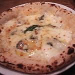 33085806 - ゴルゴンゾーラとハチミツのピザ
