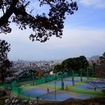 リストランテ アプリコート - 向かいにはテニスコートもあります。