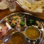33088397 - Cセット、チキンカレーと野菜(大根)のカレー