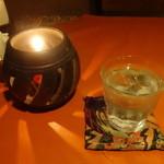 ルソイ - お冷とランプ