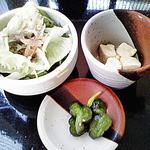 西洋食房 芝 - 銀カツランチに付くサラダ・高野豆腐・漬物