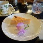 3310029 - 桜のチーズケーキとウェッジウッド