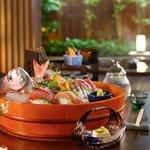 紀伊乃国屋 別亭 - 料理写真:お食事は朝夕共、お部屋にご用意させていただきます
