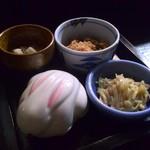 亀亀 - 前菜4種はけっこーキュートな盛り合わせです♪