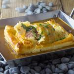 鮭殻荘 - サーモンのパイ包み アメリケーヌソース
