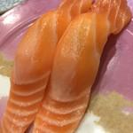 沼津魚がし鮨 - サーモンも水っぽく…