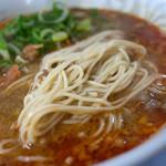 ラーメン麒麟 - 担々麺もラーメンと同じストレート麺。