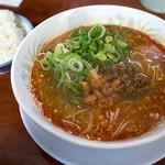 ラーメン麒麟 - 「Dランチ(担々麺+白ごはん)」(800円)。ちょい辛味が強めなのが美味しく感じます。