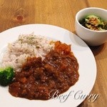 ローズショップ - 料理写真:ビーフカレー(ライス・サラダ付き)