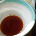 盛絽屋 - 汁は薄めのやや甘口。