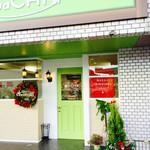 SaCHI - 清潔感溢れるグリーンの入り口です。