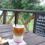 Cota Cafe - テラスでブルーベリーのラテ♥️