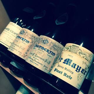 ワインはフランスを中心に400種類以上をご用意