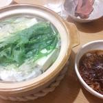 なか屋 - 冬季限定の湯豆腐です。出汁醤油が旨いです。丁寧につくられた味わいは、派手さはないですが、酒呑みにんはたまらないですよ(^_^)
