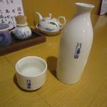 手打そば 玄 - 燗酒(八海山)