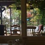 33117422 - 窓から見る後谷公園の紅葉