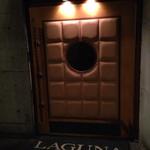 ラグナ ザ バー - 2階のお店入口