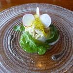 ラ・ネネグース - オードブル「カブのブランマンジェと加能ガニ 菊の花のジュレとトリュフソース」