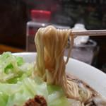 骨のzui - 群馬豚骨でお馴染みのストレート麺「特製細丸」を使用。