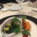 33124059 - 魚料理:シェフのご厚意で鮑のグリルハーブソース&伊勢海老グリル