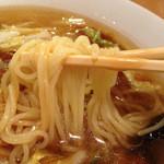 五心亭 - 細めの中華麺