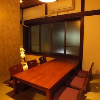 2階の和個室は接待に最適【4名様よりご予約承ります】