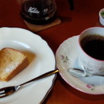 33135828 - コーヒーとアーモンドケーキ