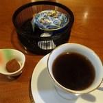 文殊 - 食後のコーヒーとチョコ