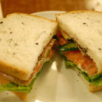 上島珈琲店 - パストラミのサンドイッチ