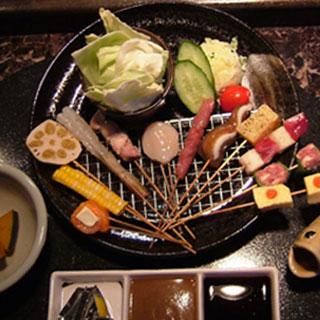 くら羅 - 季節の変わり揚げコース(串かつ12本・手作りポテトサラダ・季節の小鉢・キャベツ)¥2、600