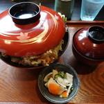 魚料理みうら - 蓋から溢れ出るジャンボかき揚げ天丼